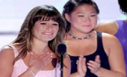 Lea Michele Wins Teen Choice Award, Tearfully Remembers Cory Monteith