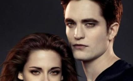 Robert Pattinson and Kristen Stewart Pose in Promotion of Breaking Dawn