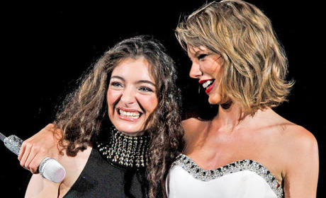 "Taylor Swift and Lorde Duet on ""Royals"""