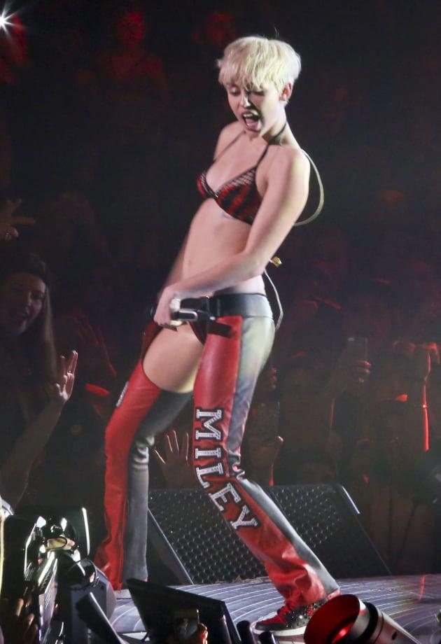 Miley Cyrus Concert Photos She Bangerz She Bangerz