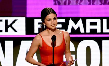 Selena Gomez Makes Everyone Cry at the 2016 AMAs