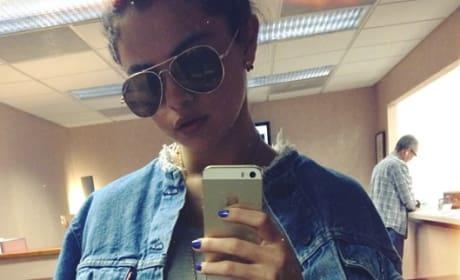 A Selena Gomez Selfie