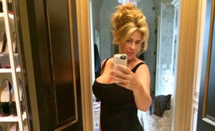 Kim Zolciak Snaps Bikini Selfie, Exclaims: I Love Food!