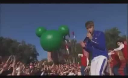 Justin Bieber Christmas Videos: Merry & Hot!