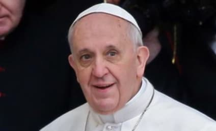 """Kim Kardashian: Accused of """"Attacking"""" Pope Francis By Argentine Press"""