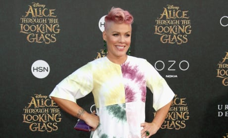 Pink Pregnancy on the Red Carpet Photo