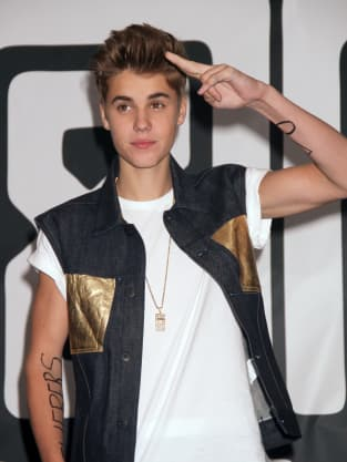 Justin Bieber Salute