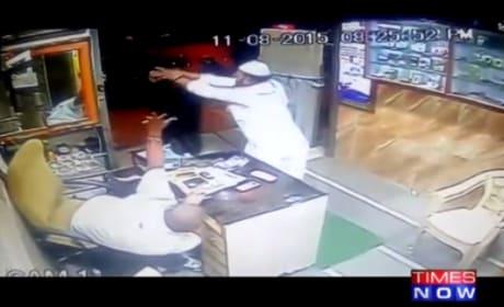 Customer in India Fights Off Sword-Wielding Goon