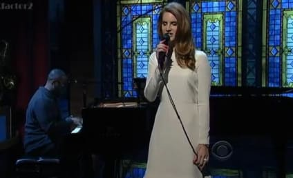 Lana Del Rey Performs on The Late Show, Does Not Suck