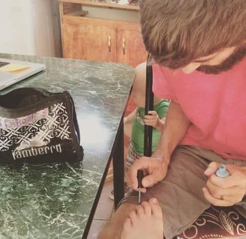 Jill Duggar Gets Her Nails Painted