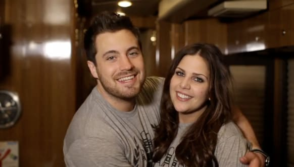 Hillary scott pregnant the hollywood gossip for Is hillary from lady antebellum pregnant