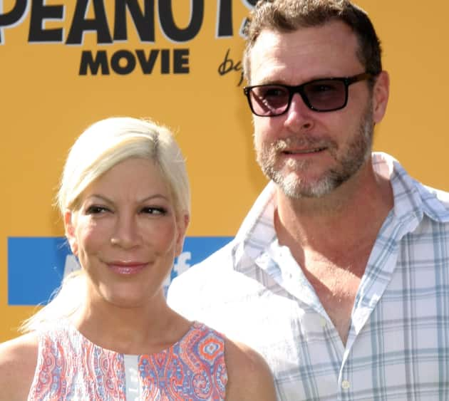 Tori Spelling and Dean McDermott on a Red Carpet