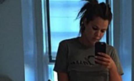 Khloe Kardashian Abs Pic