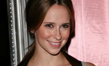 Jennifer Love Hewitt: I Look Great Naked!