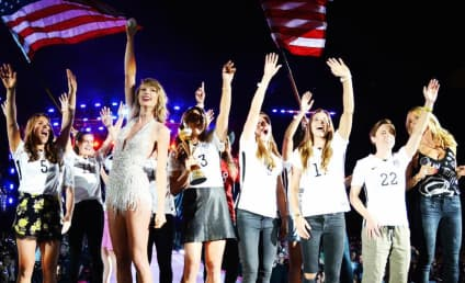 Taylor Swift Honors World-Cup Women's Soccer Team on Stage