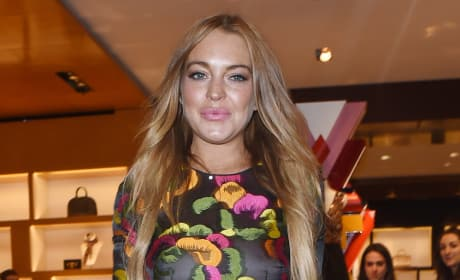 Lindsay Lohan: Hanging Out in London Photo