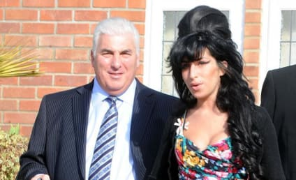 Father of Amy Winehouse to Pen Book on Singer