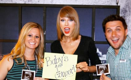 Taylor Swift Helps Fans Announce Pregnancy: See the Photo!