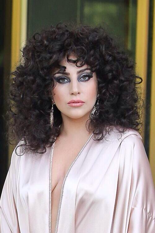Why Does Lady Gaga Look Like a Drag Queen Version of Monica Gellar?