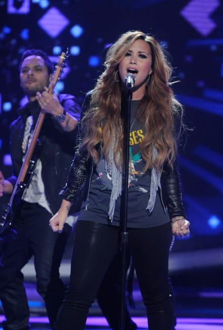 Demi Lovato American Idol Performance Pic