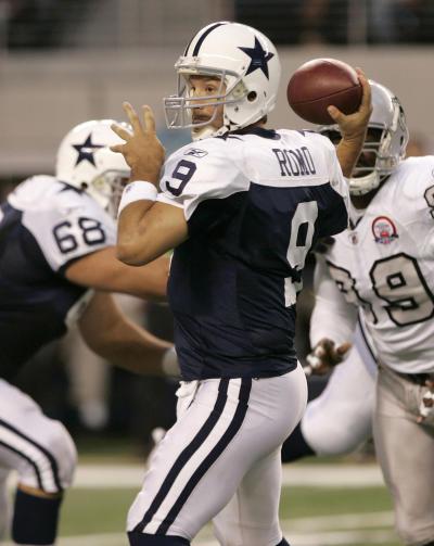Tony Romo Drops Back