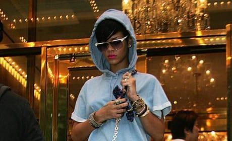 Rihanna: Yellow Heels!