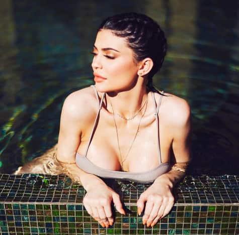 Kylie Jenner Kleavage