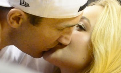 Hayden Panettiere, Wladimir Klitschko Kiss at Heat Game!