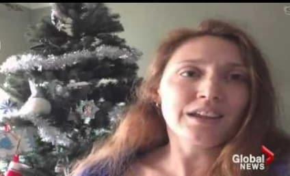 Mom Breastfeeds in Santa Photo, Draws Ire of Internet