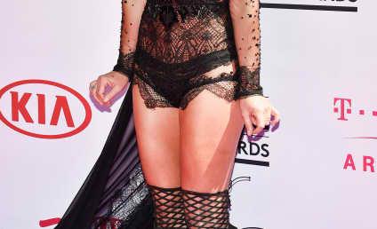 2016 Billboard Music Awards: Fashion Hits & Misses!