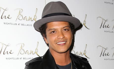 Hand out a grade to Bruno Mars for his Super Bowl halftime act.