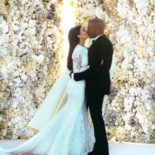 Kim Kardashian Kisses Kanye West!