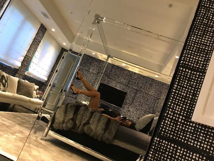 Kourtney Kardashian S Bedroom Photo The Hollywood Gossip