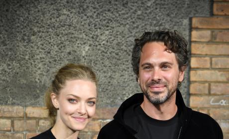 Amanda Seyfried and Thomas Sadoski