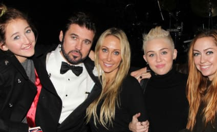 Miley Cyrus and Family Say Cheeeese!