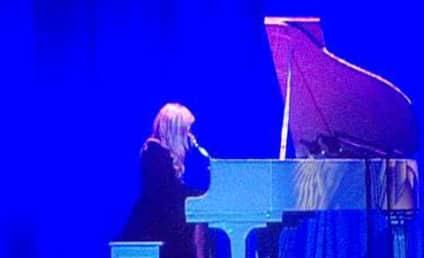 "Lady Gaga Performs ""Imagine"" at HRC Dinner"