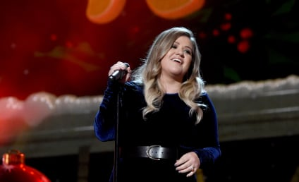 Kelly Clarkson Gets Mommy-Shamed by People Who Really Suck