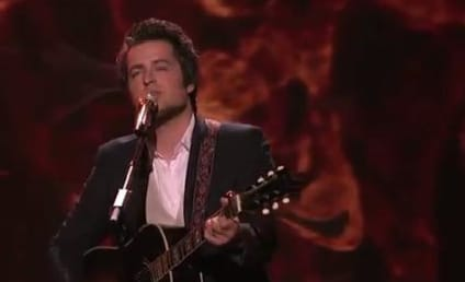 """Lee DeWyze Returns to American Idol, Finds """"Silver Lining"""""""