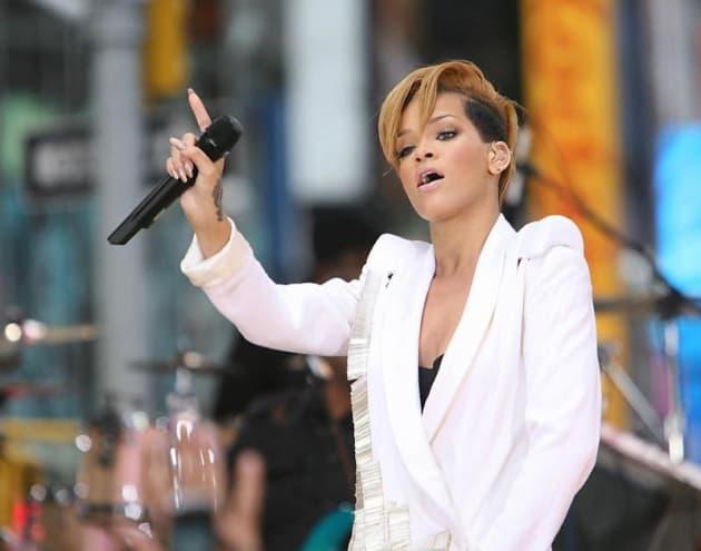 Rihanna Live Pic