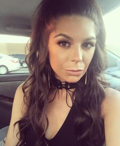Olivia Lua Selfie
