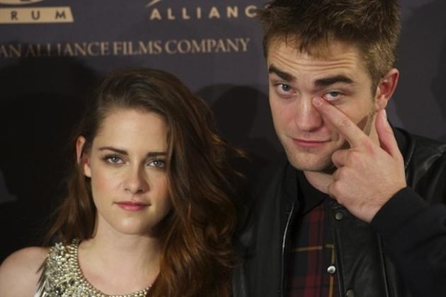 Kristen Stewart and Robert Pattinson Pose