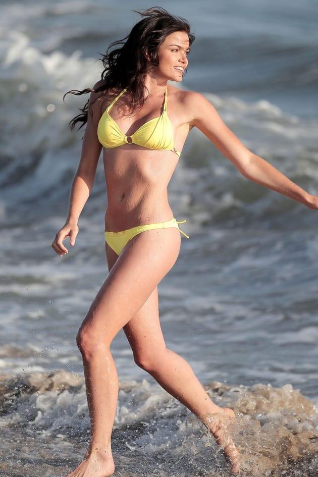 Courtney robertson bikini nice