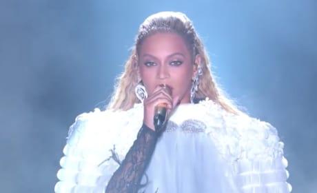 Beyonce VMA Performance Photo