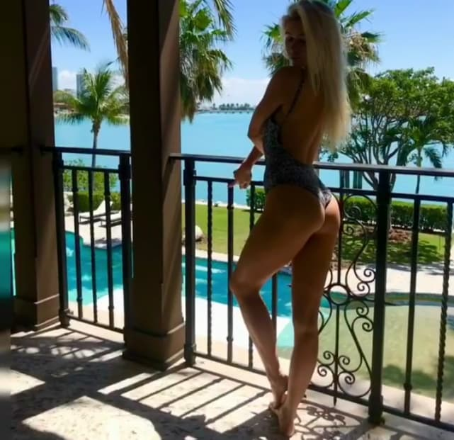 Mariah coogan flaunts her slim figure