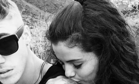 Selena Gomez Kisses Justin Bieber