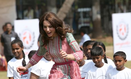 Kate Middleton Plays Games in Mumbai