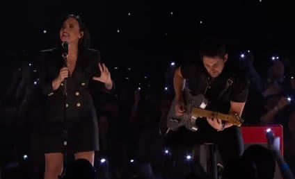 Demi Lovato! Brad Paisley! On Stage Together!