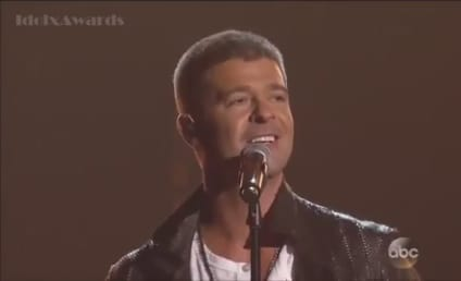"Robin Thicke Woos Paula Patton, Tries to ""Get Her Back"" at Billboard Music Awards"
