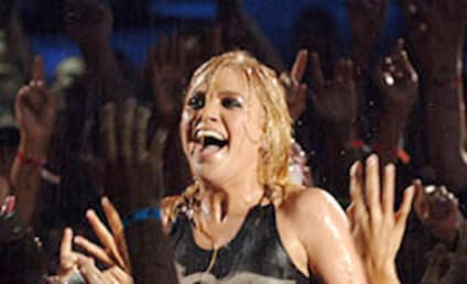 MTV VMAs Flashback: Ladies and Gentlemen... Kelly Clarkson!