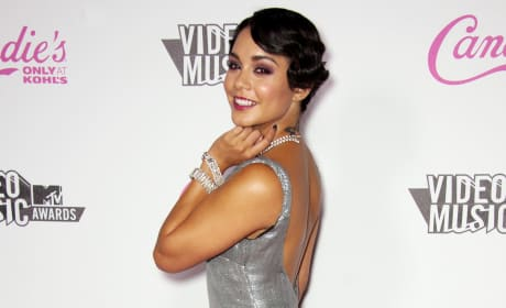 Who wears this dress better: Vanessa Hudgens or Stacy Keibler?